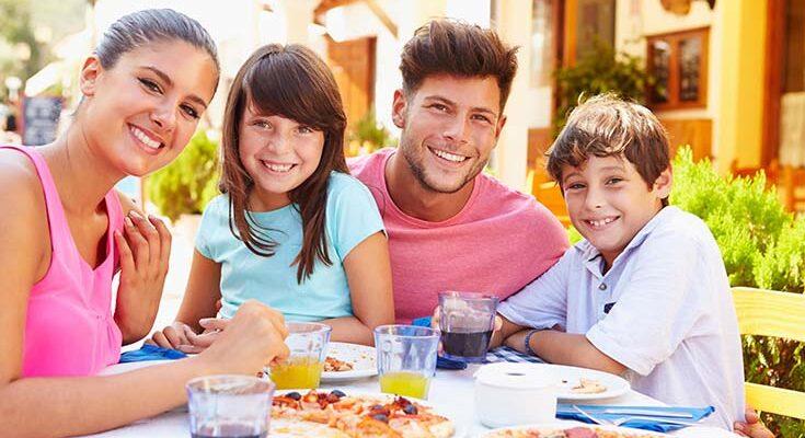 Выходные в кафе с семьёй